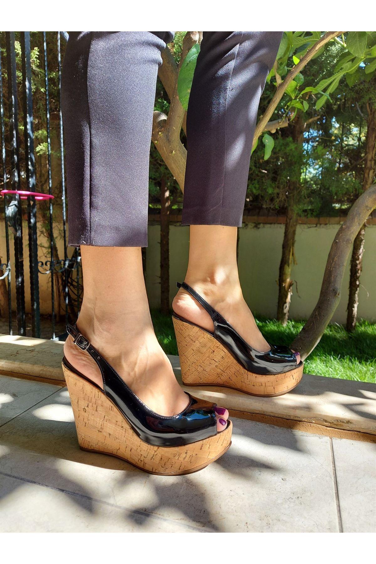 Fernanda Siyah Rugan - Mantar Dolgu Topuklu Ayakkabı