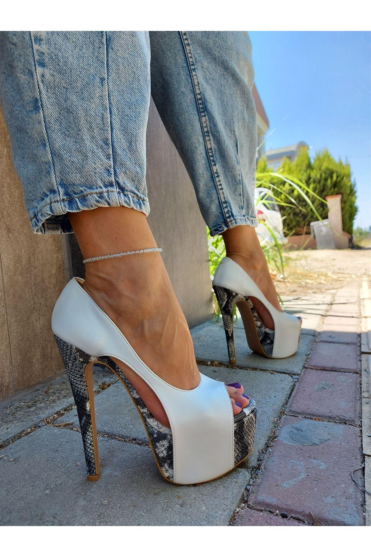 Chloe Beyaz Cilt - Yılan Desenli Yüksek Topuklu Ayakkabı