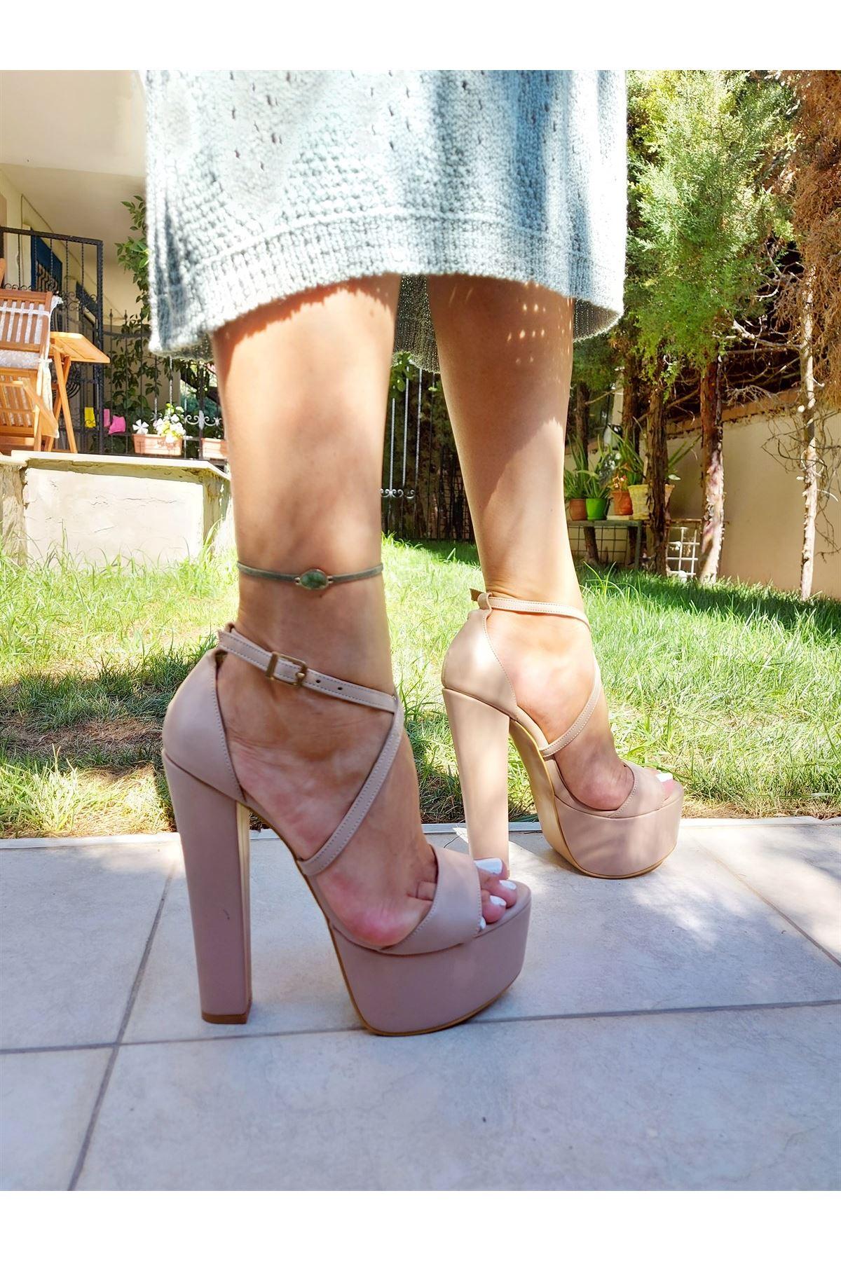 Ivory Ten Cilt Çapraz Biyeli Yüksek Topuklu Ayakkabı