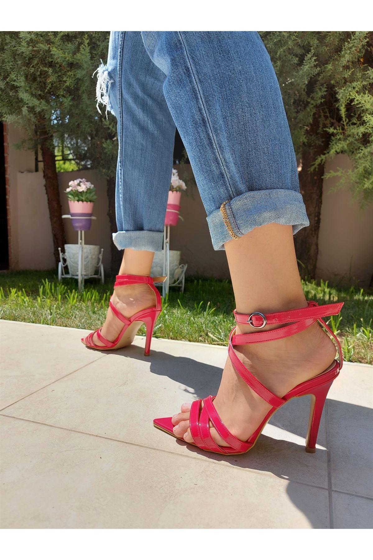 Bobbi Kırmızı Rugan Biyeli Topuklu Ayakkabı
