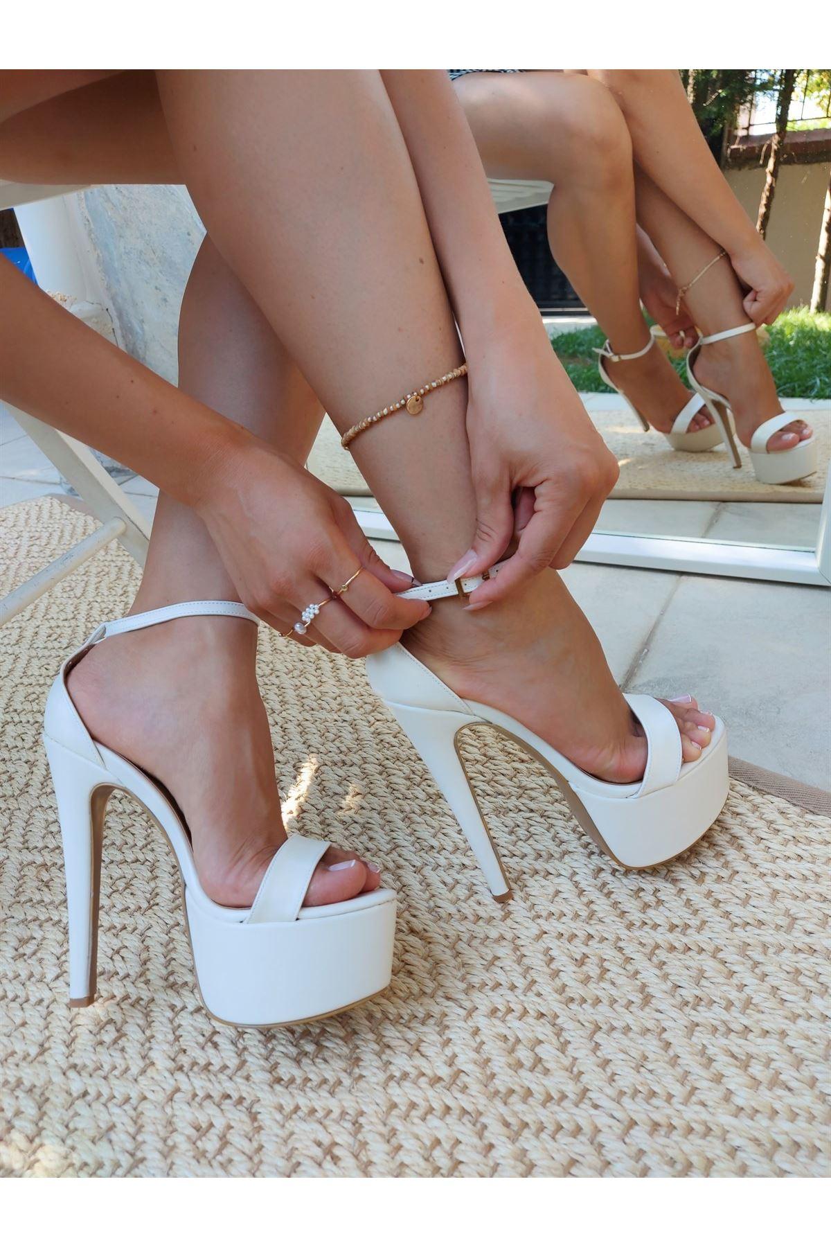 Moskow Beyaz Cilt Biyeli Yüksek Topuklu Ayakkabı