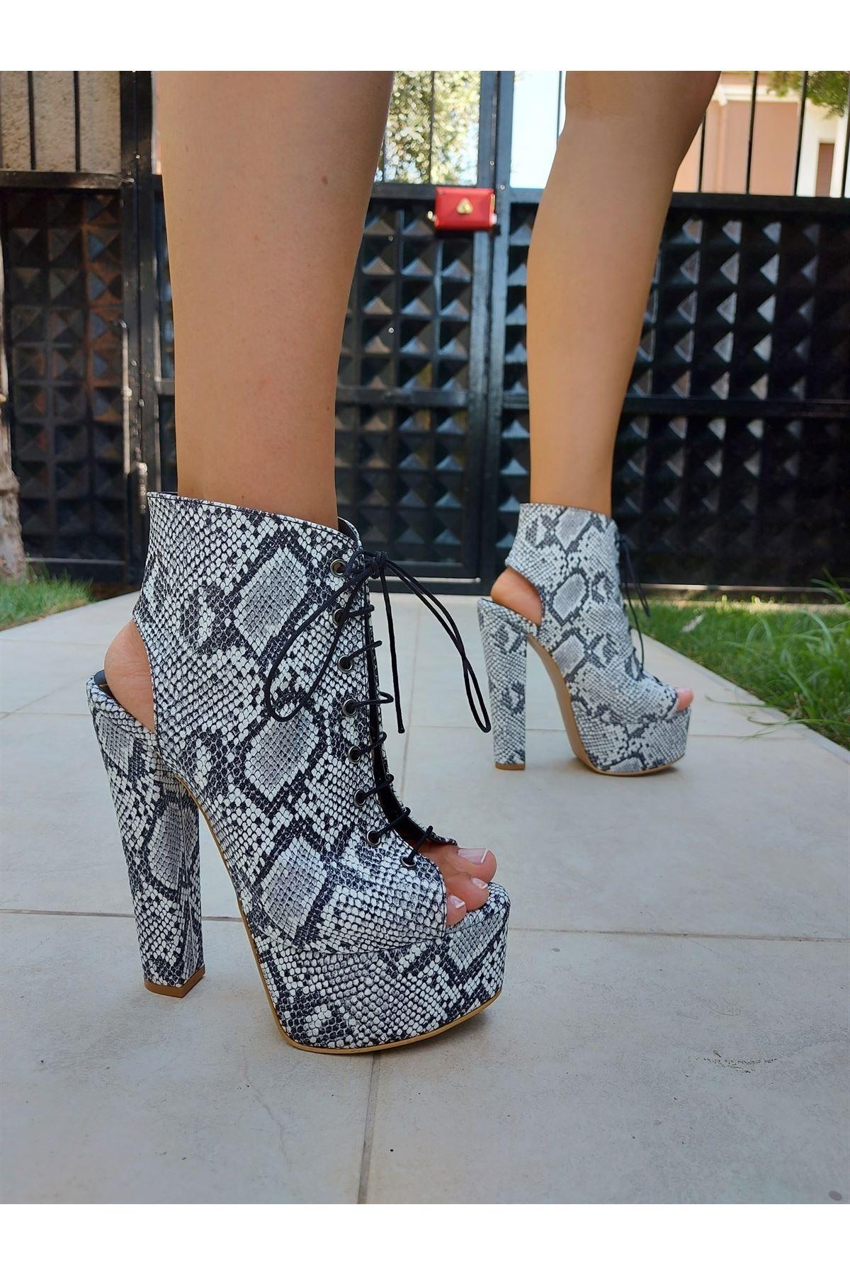 Tatum Yılan Bağcıklı Yüksek Topuklu Ayakkabı