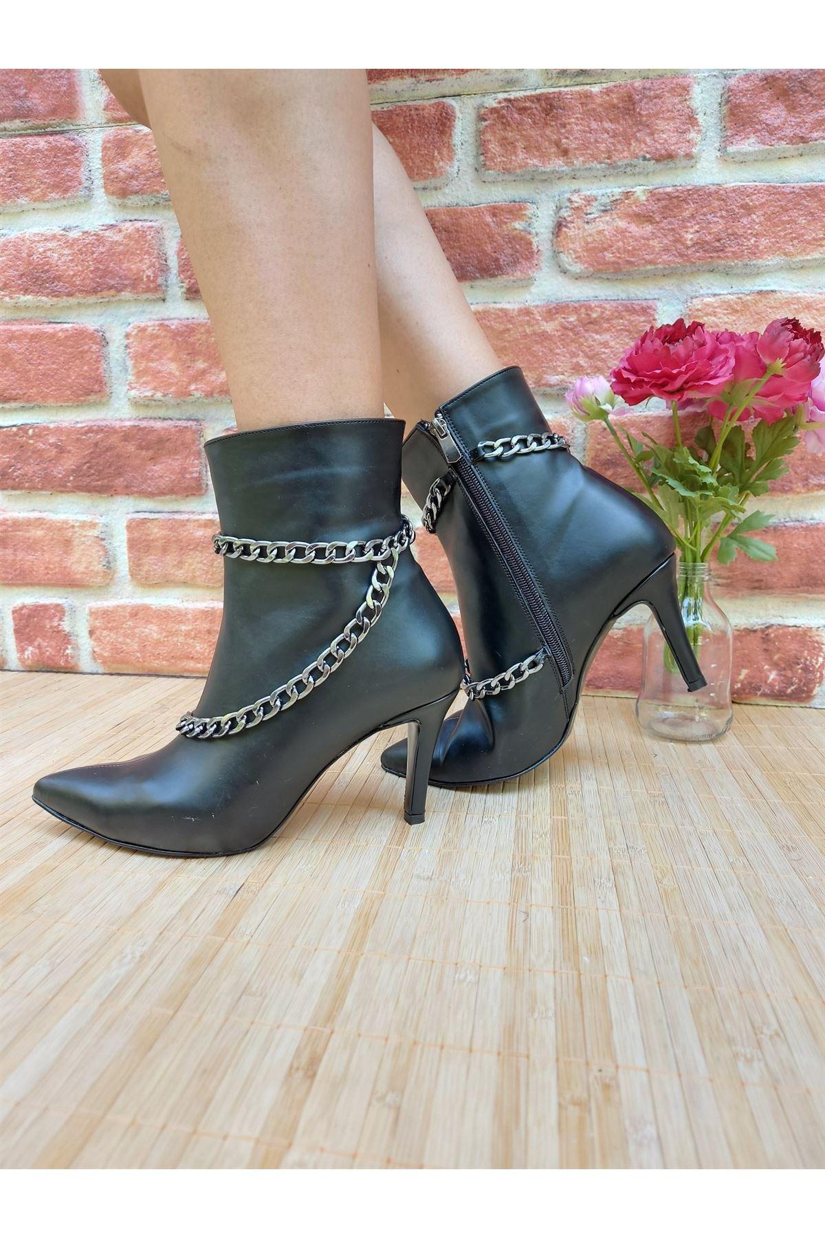 Layla Zincirli Siyah Cilt Topuklu Bot