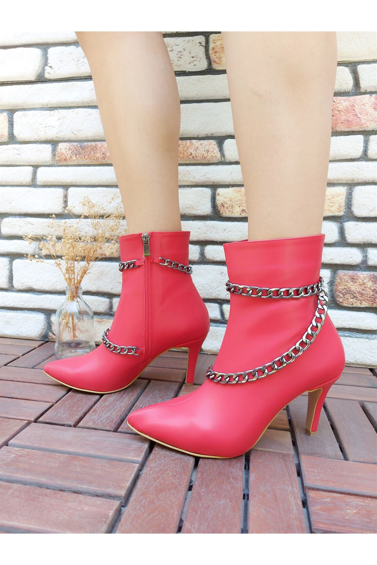 Layla Zincirli Kırmızı Cilt Topuklu Bot