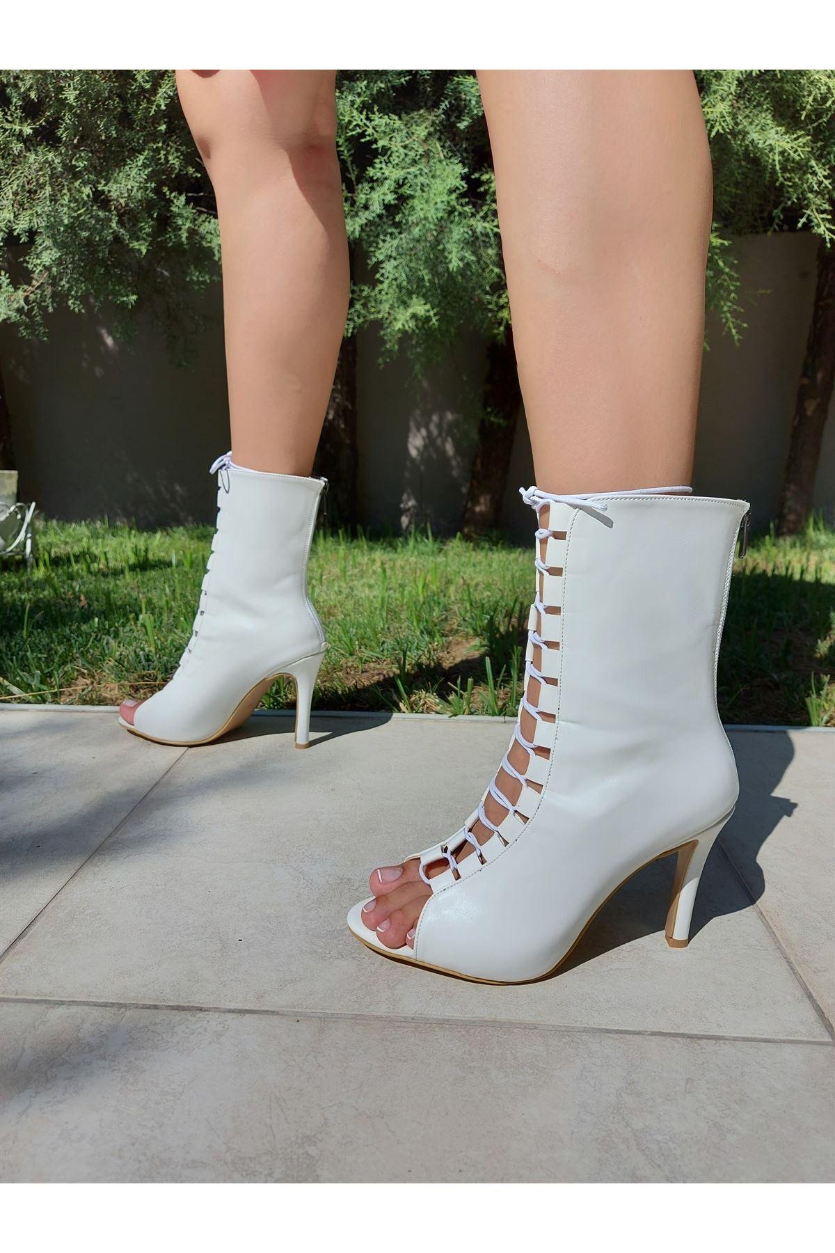 Bertdare Beyaz Cilt Bağcıklı Topuklu Ayakkabı