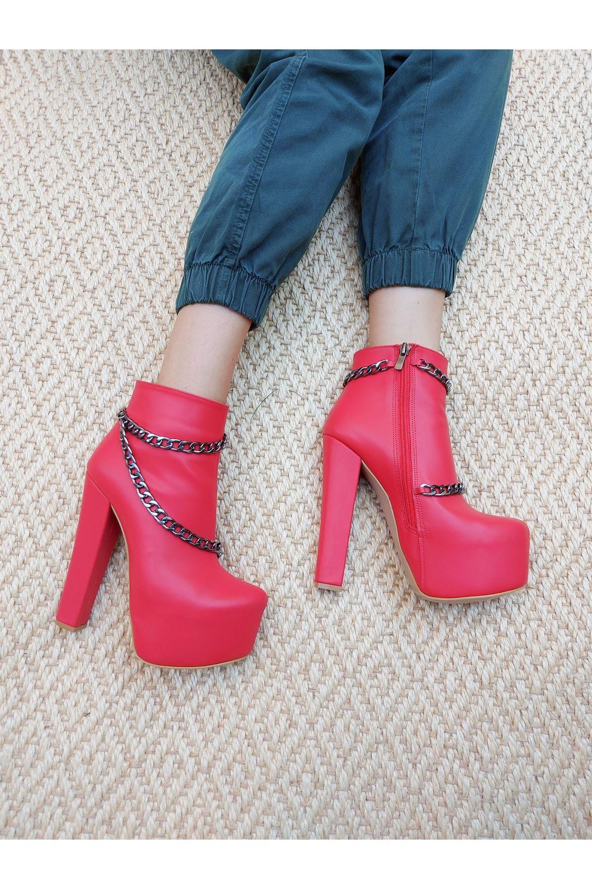 Lucki Zincirli Kırmızı Cilt Yüksek Topuklu Bot
