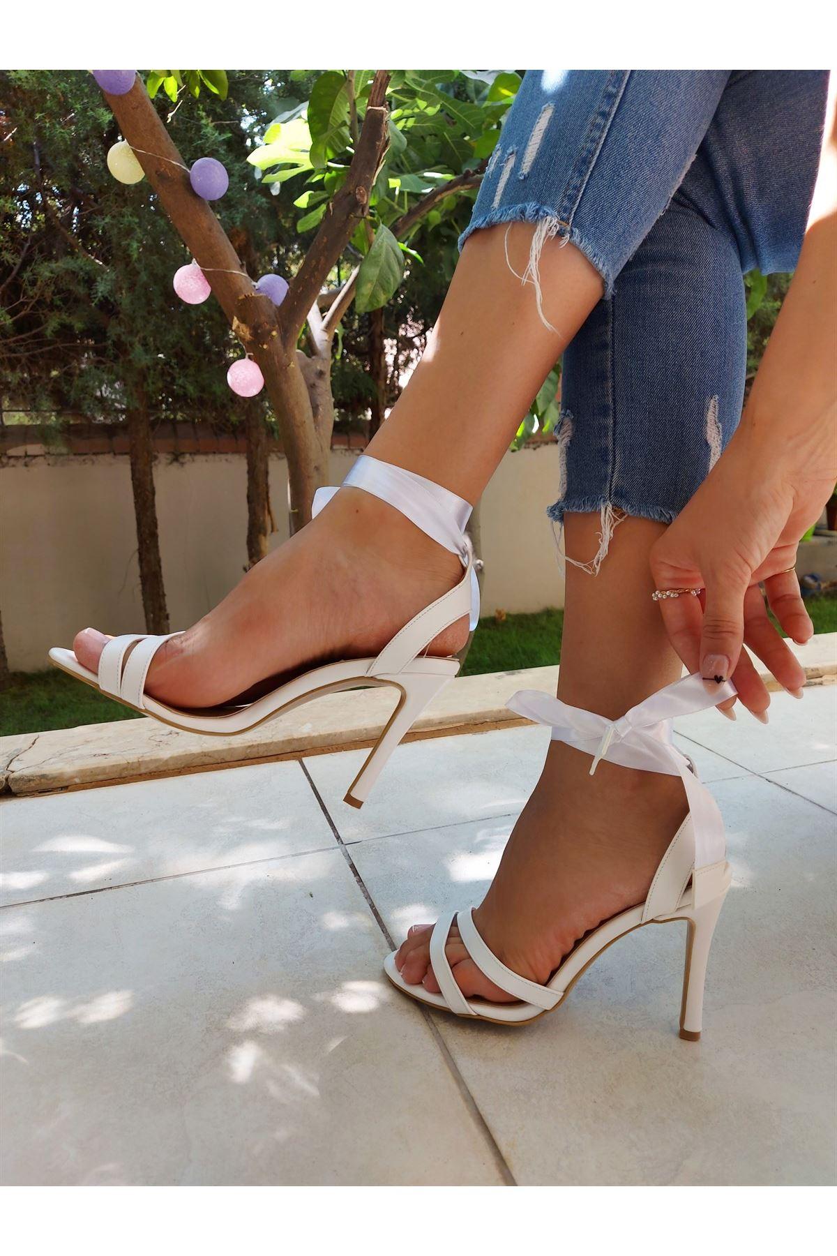Ivory Beyaz Cilt Kurdelalı Topuklu Ayakkabı