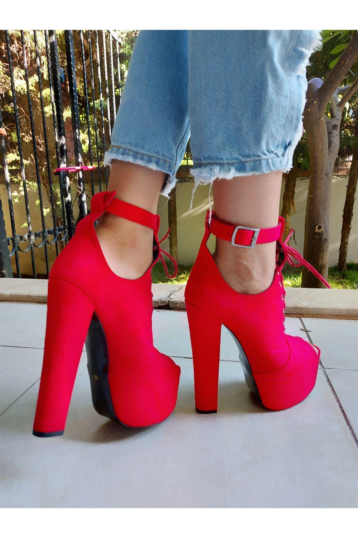 Faye Kırmızı Süet Baretli Yüksek Topuklu Ayakkabı