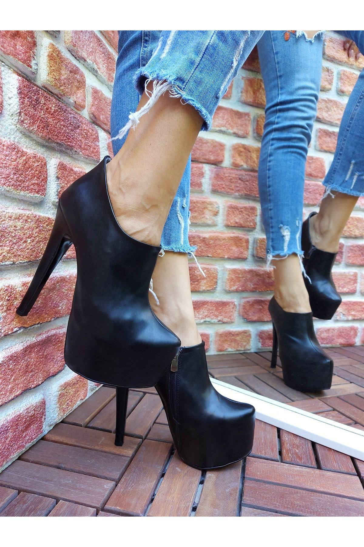 Giselle Siyah Cilt Yüksek Topuklu Bot