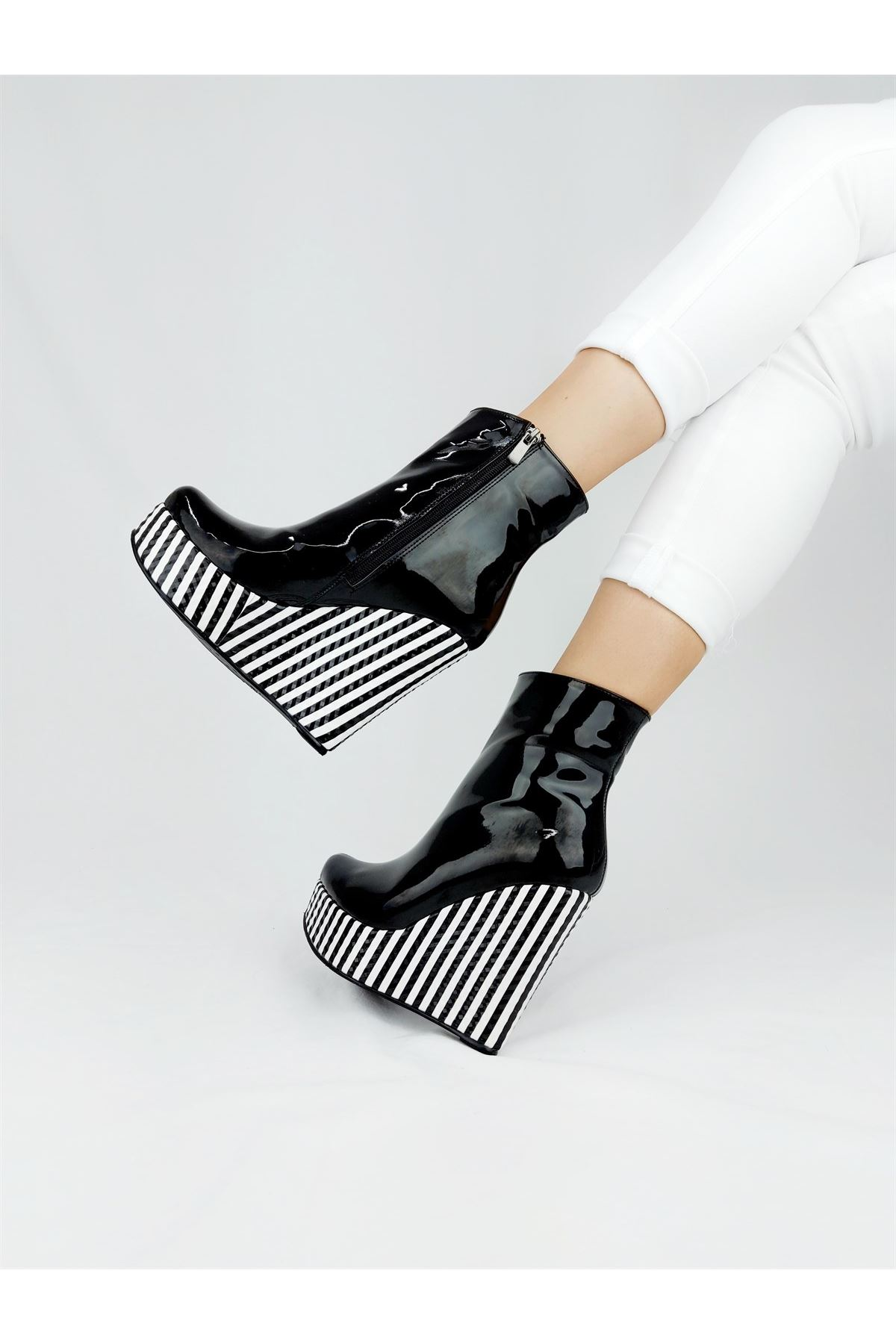 Daina Siy.Bey-Siyah Rugan Dolgu Topuklu Bot