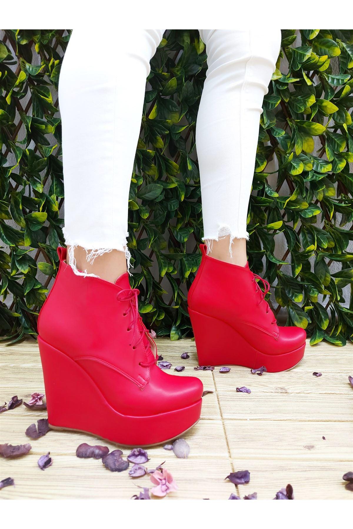 Rosta Kırmızı Cilt Bağcıklı Dolgu Topuklu Bot