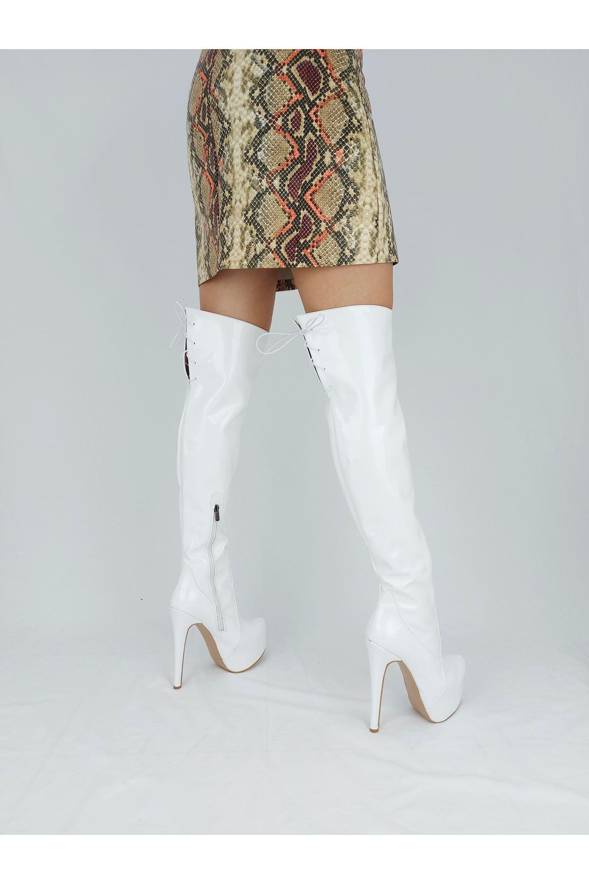 Rinna Beyaz Rugan Bağcıklı Yüksek Topuklu Çizme
