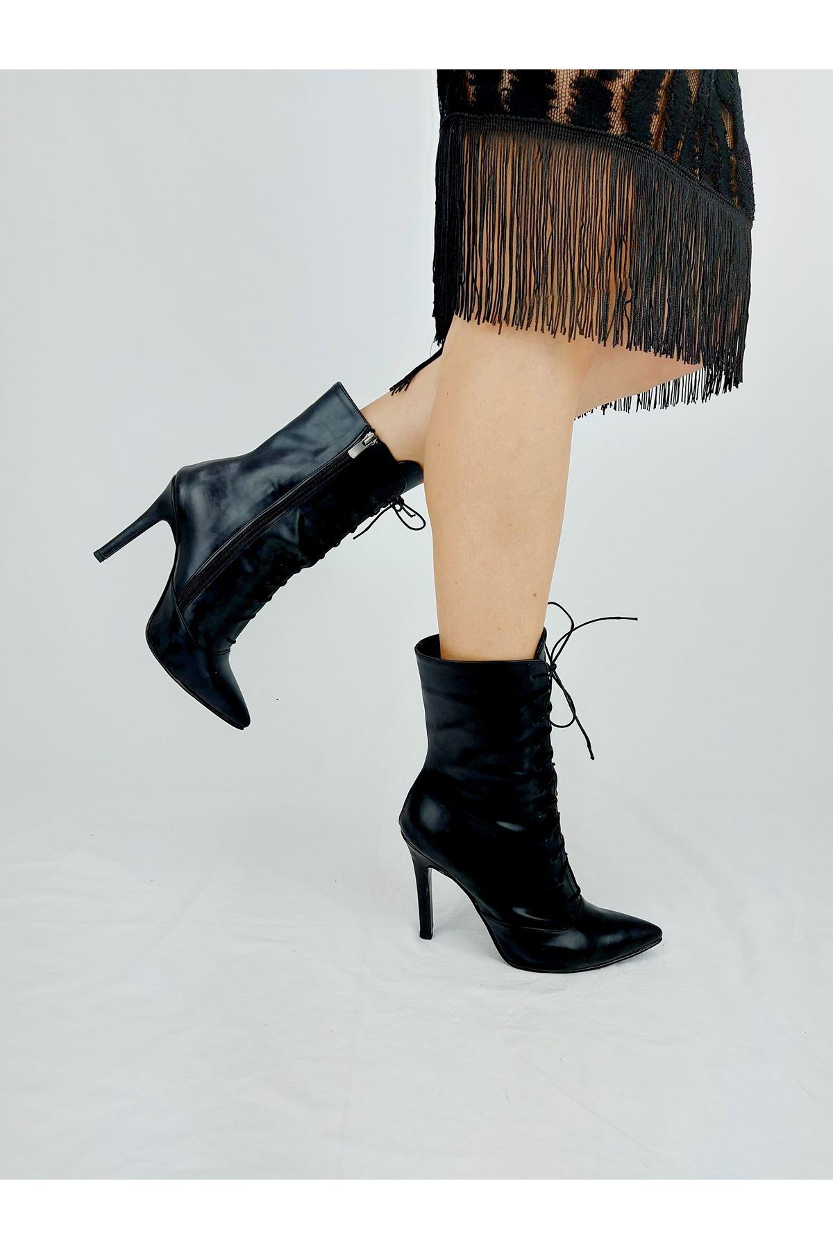 Edge Bapcıklı Siyah Rugan Topuklu Bot