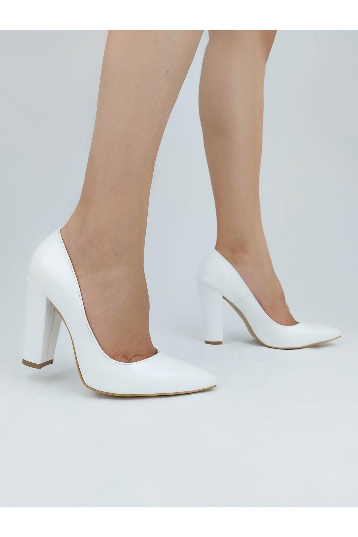 Tokyo Beyaz Rugan Kalın Topuklu Stiletto
