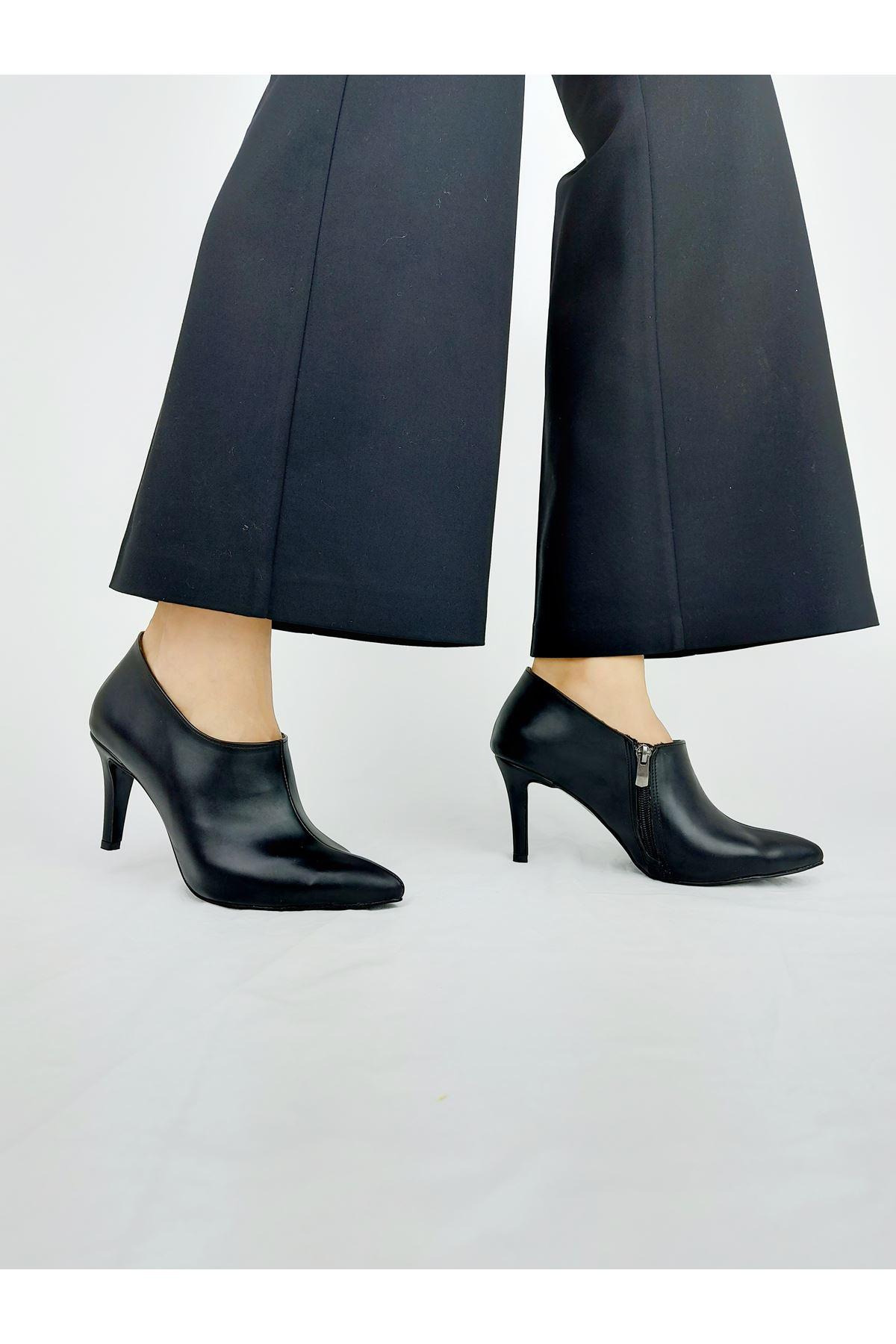 Nora Siyah Cilt Alçak Topuklu Stiletto
