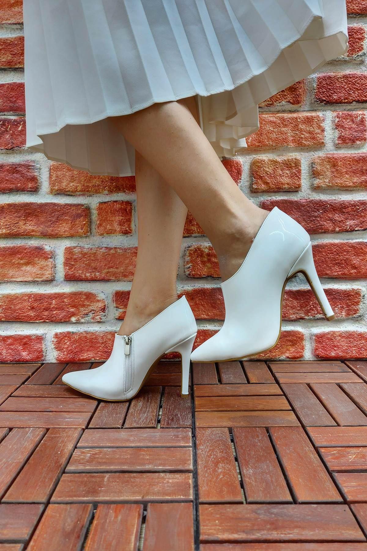 Nora Beyaz Rugan Stiletto