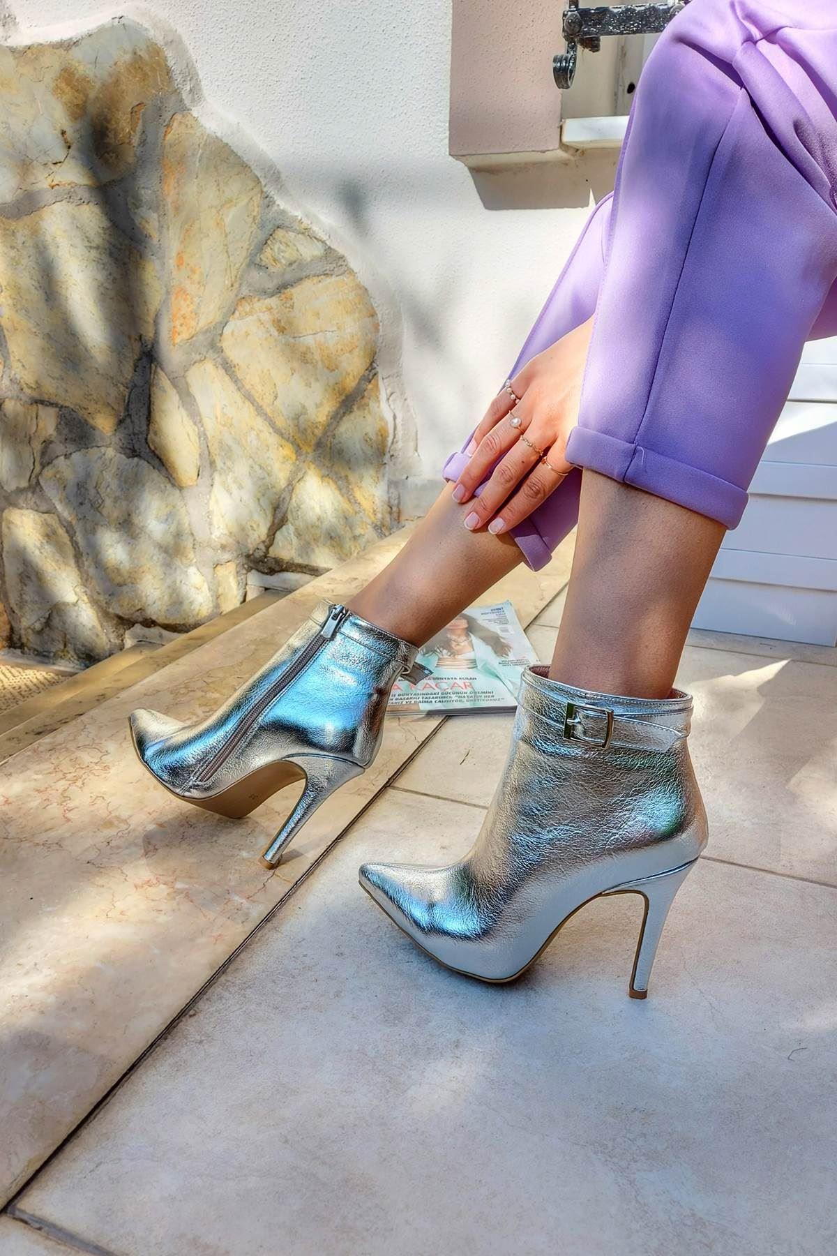 Ventos Gümüş Kırışık Topuklu Kadın Bot