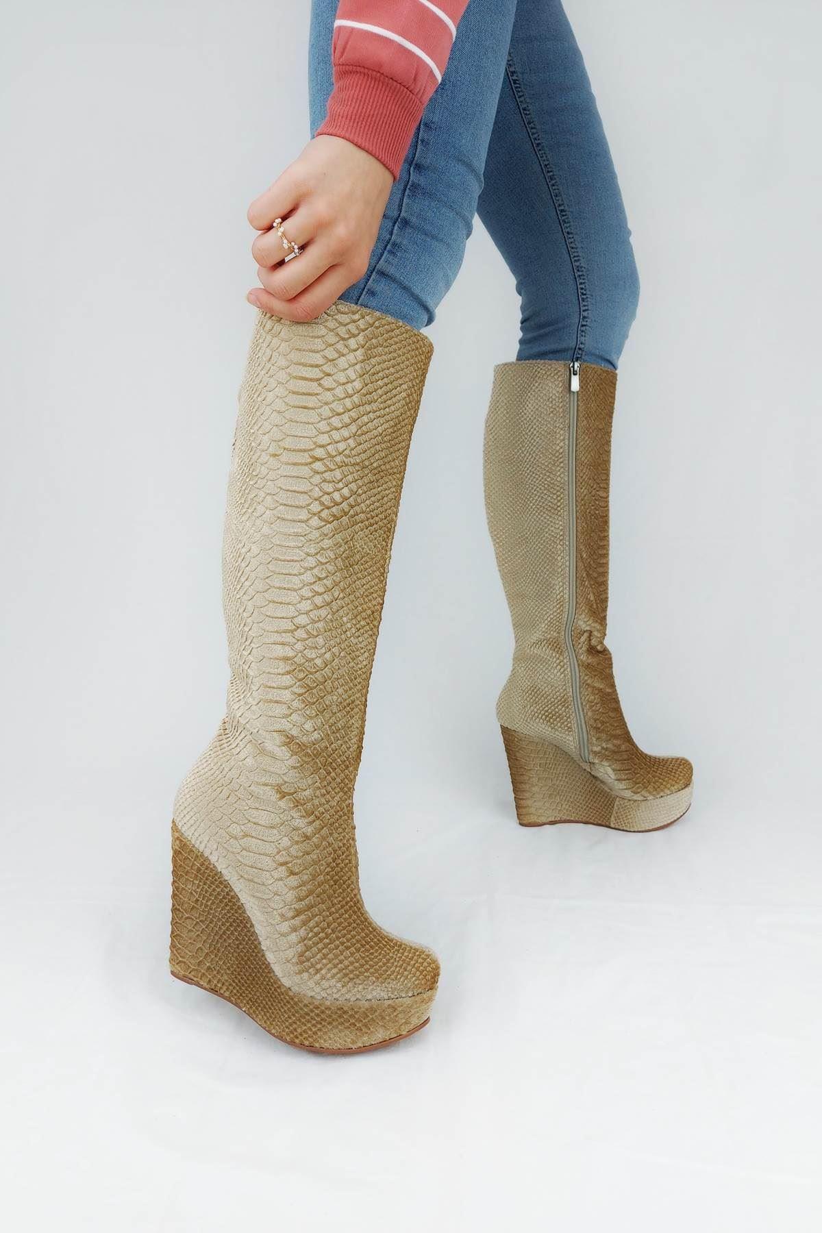 Kelly Ten Kadife Dolgu Topuklu Çizme