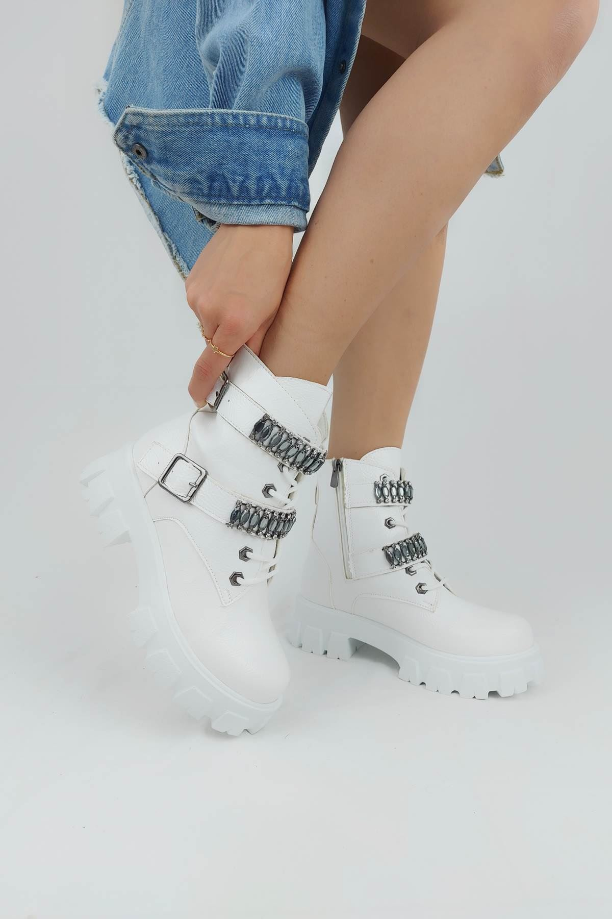 Michelle Beyaz Kırışık Taşlı Bootie