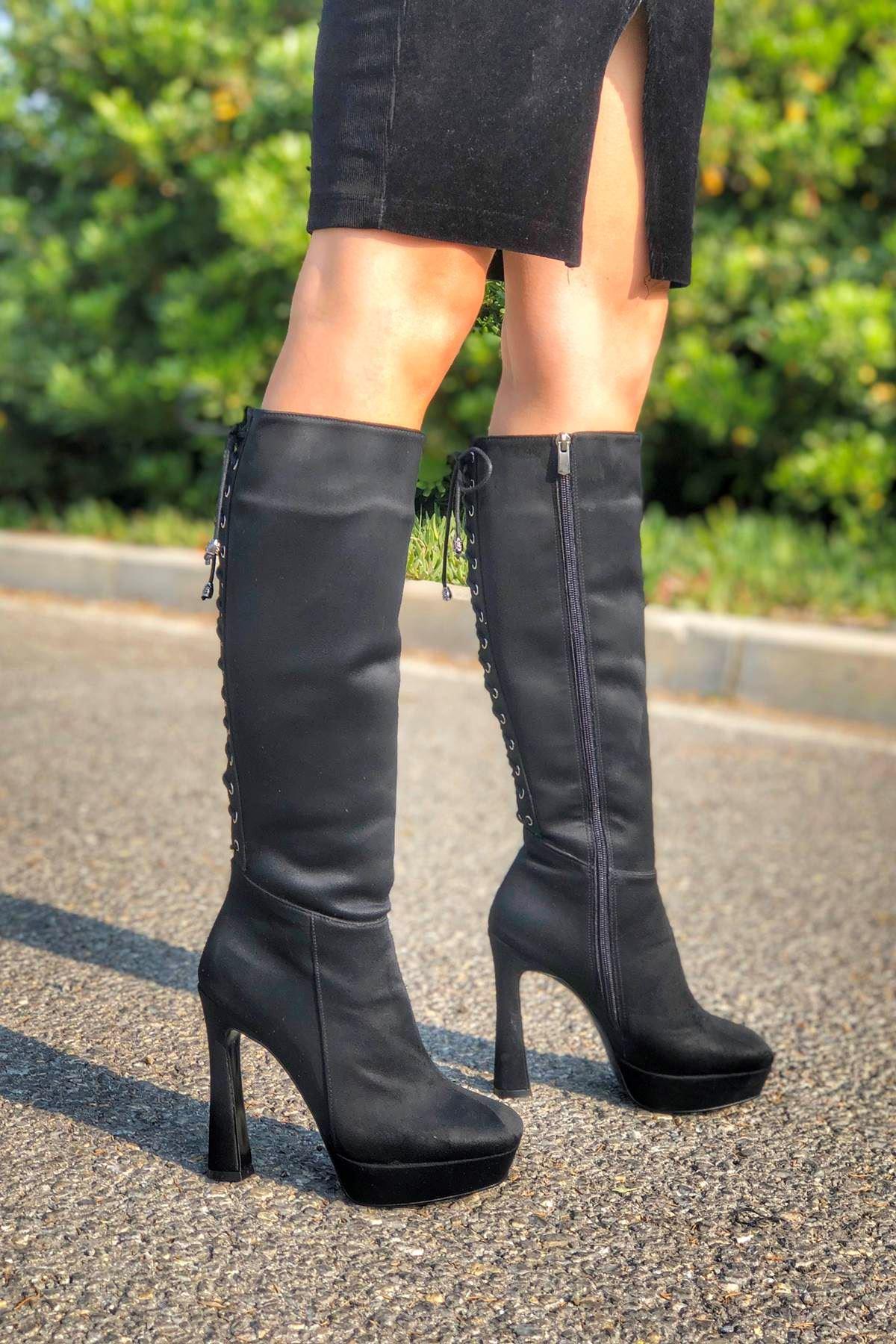 Tessi Siyah Süet Arkadan Bağcıklı Topuklu Çizme