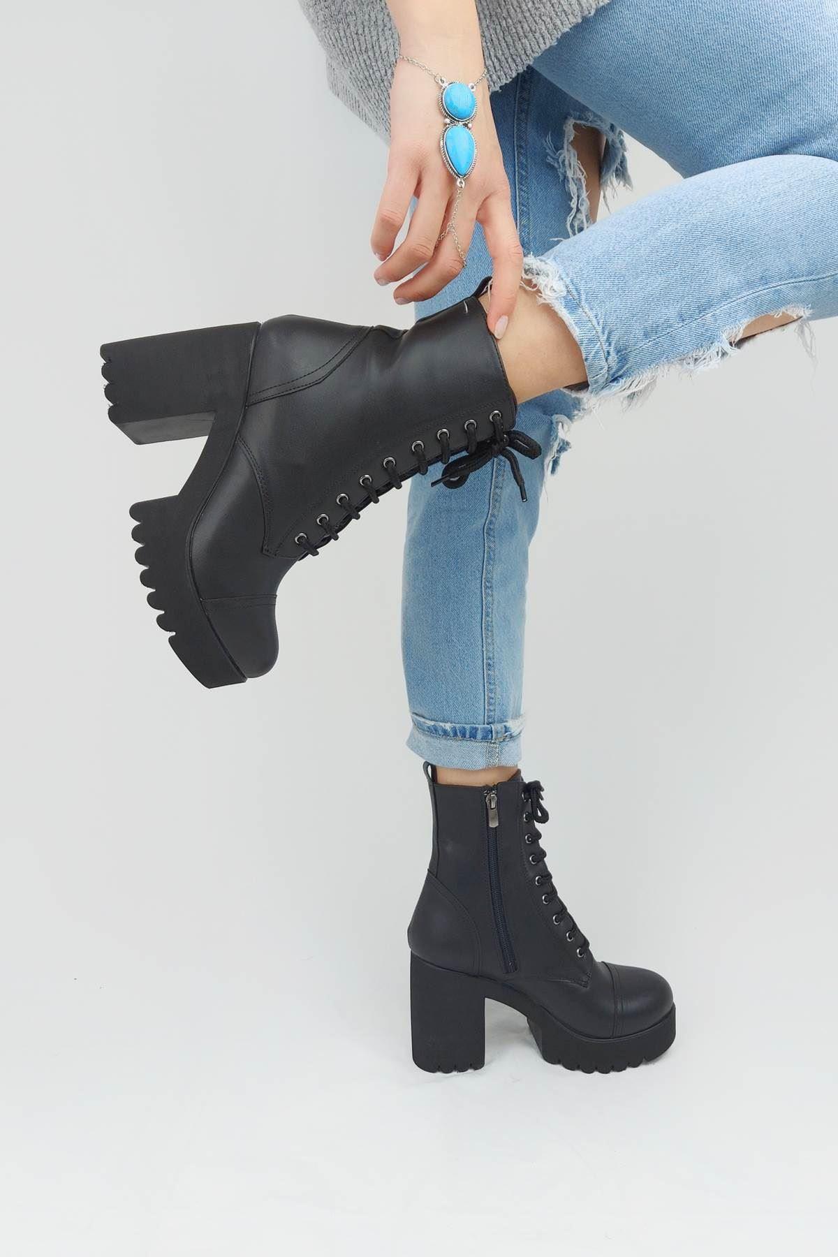 Yessie Siyah Cilt Bağcık Detaylı Topuklu Bot - kopya