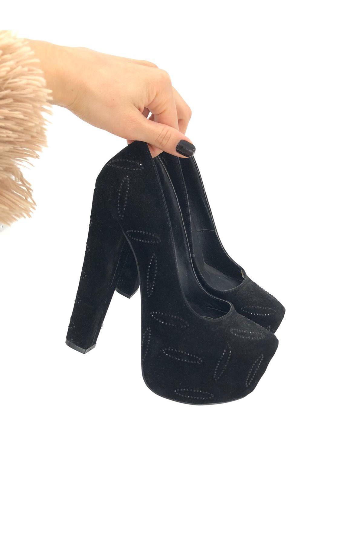 Siyah Süet Taşlı Topuklu Ayakkabı
