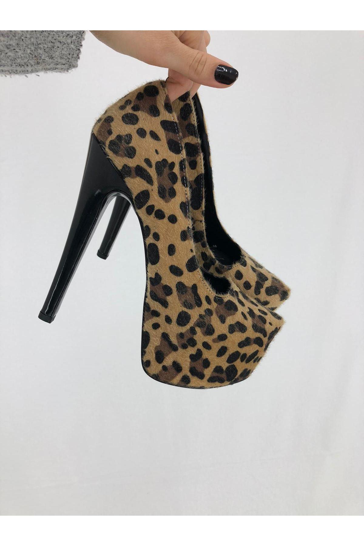 Leopar Desenli Topuklu Ayakkabı