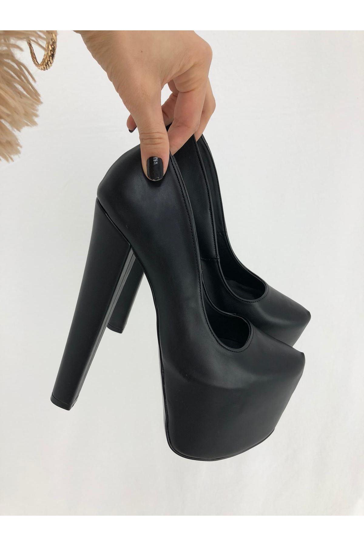 Siyah Cilt Topuklu Ayakkabı