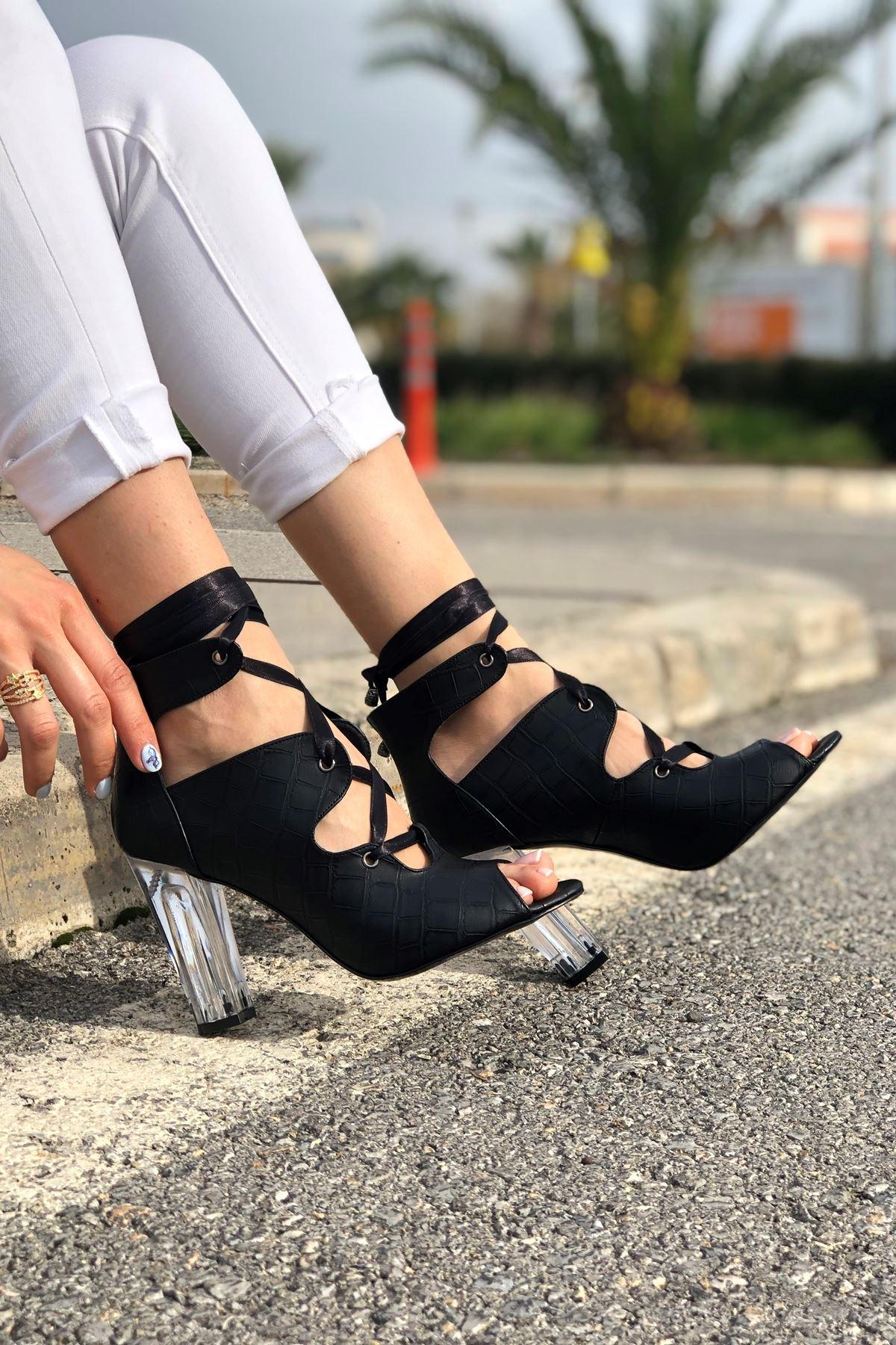 Amata Siyah Krokodil Topuklu Kadın Ayakkabı