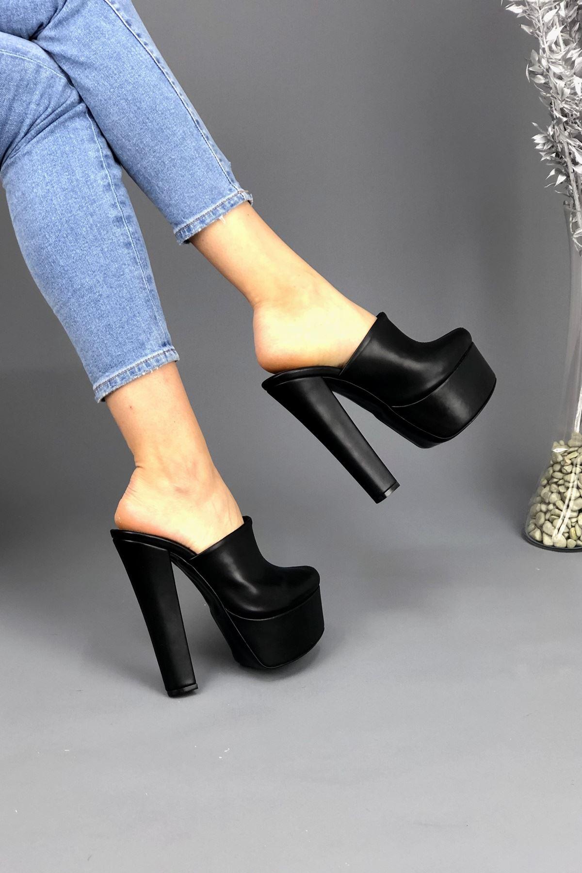Davida Siyah Cilt Topuklu Kadın Terlik