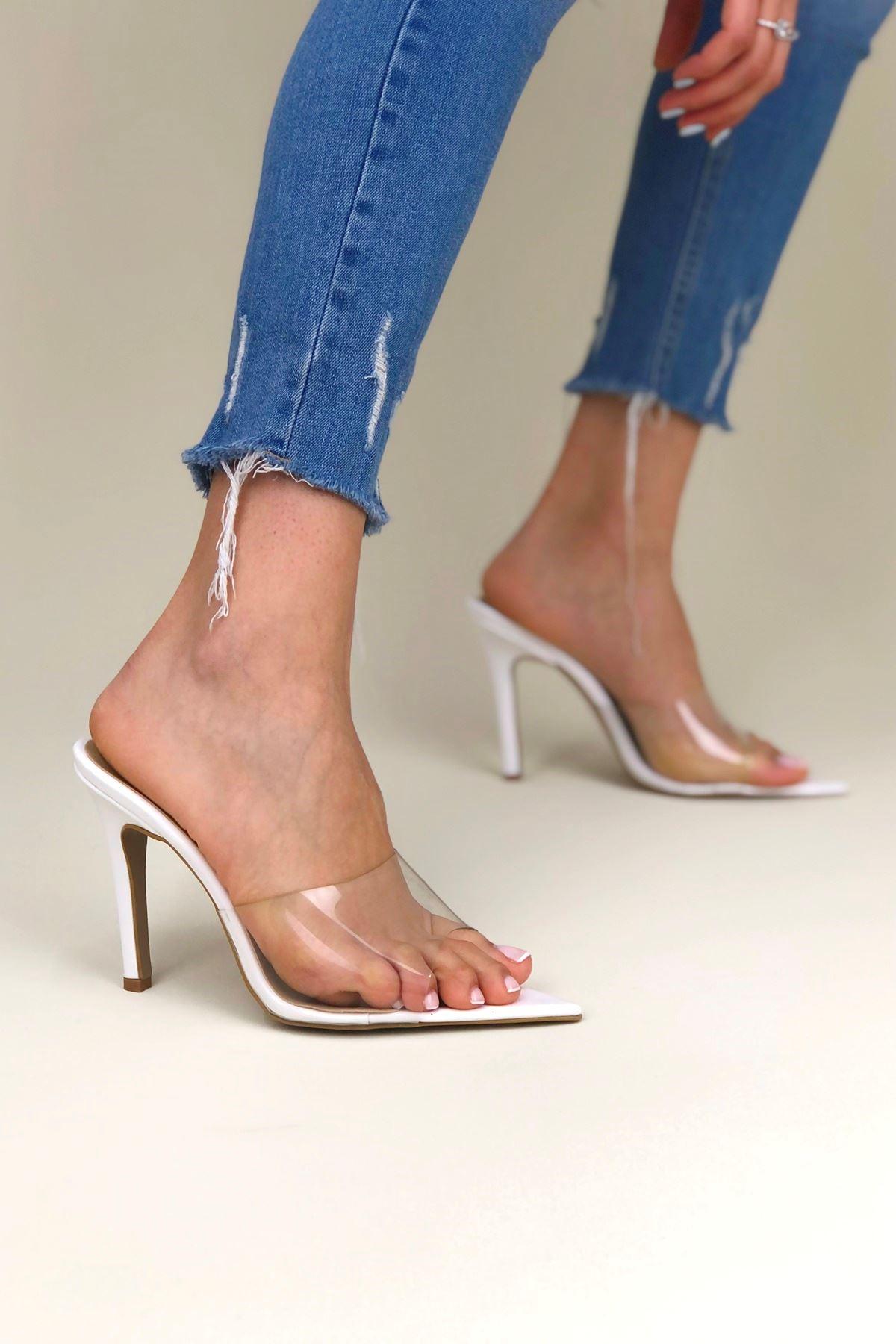 Bette Beyaz Rugan Topuklu Kadın Ayakkabı