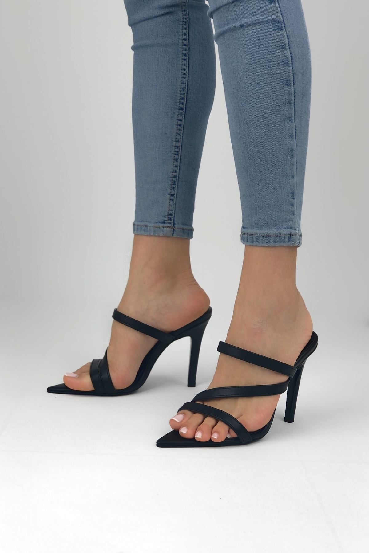 Almeda Siyah Cilt Topuklu Kadın Terlik