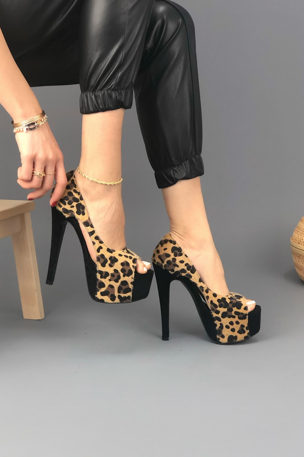 Chloe Siyah Süet Leopar Topuklu Kadın Ayakkabı