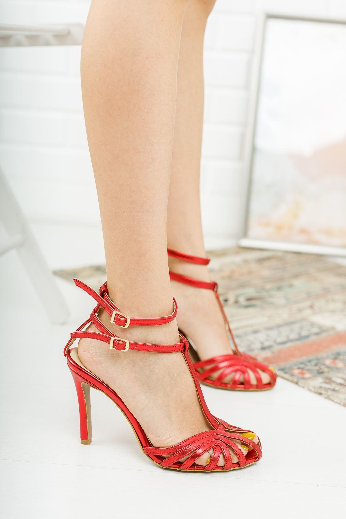 Farcos Kırmızı Biyeli Çift Baret Tokalı Topuklu Ayakkabı