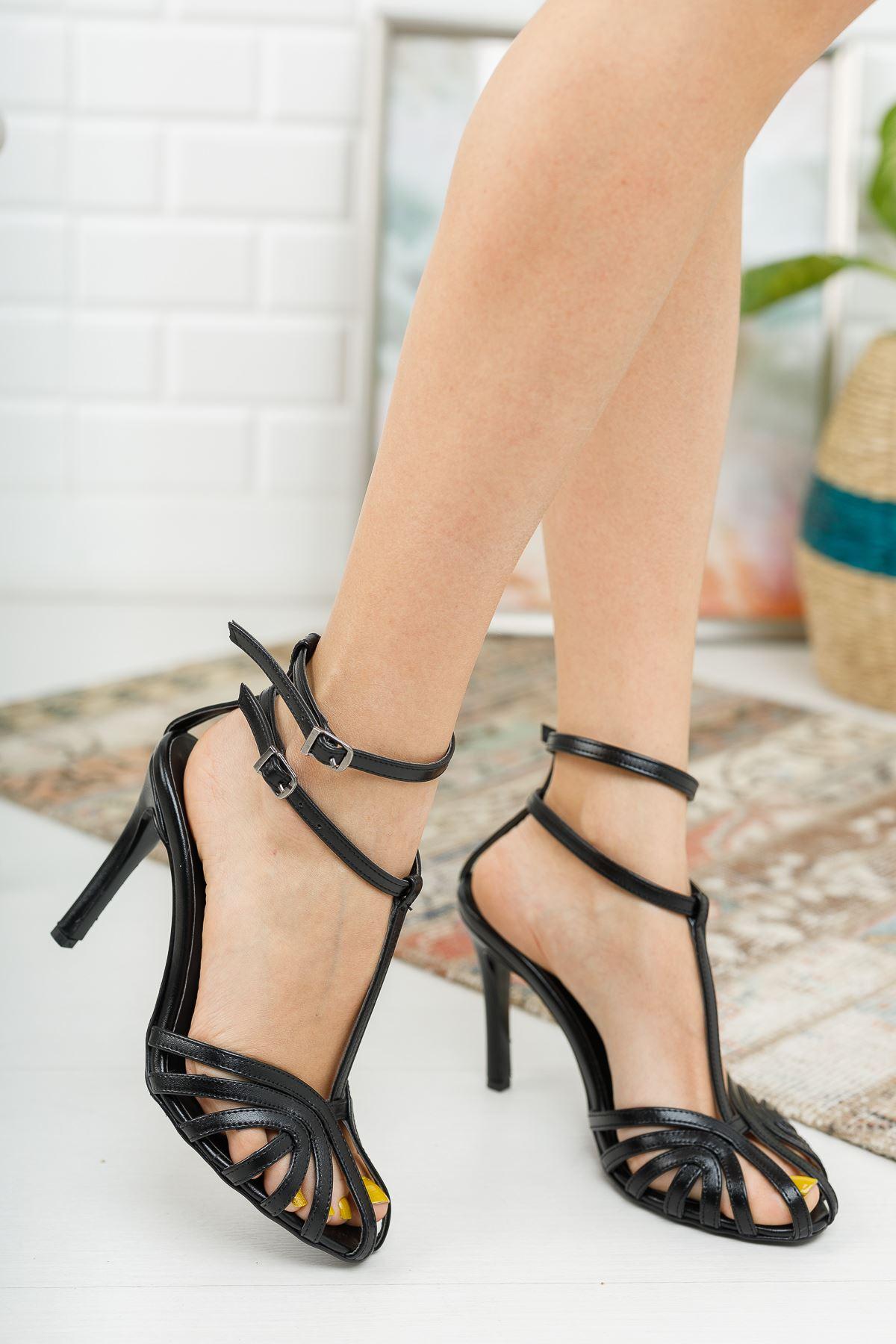 Farcos Siyah Biyeli Çift Baret Tokalı Topuklu Kadın Ayakkabı