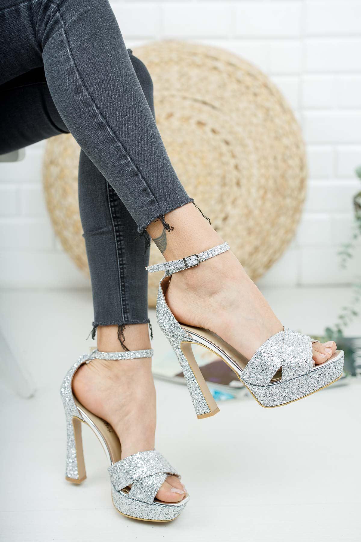 Cardi Gümüş Pullu Platform Kadın Ayakkabı