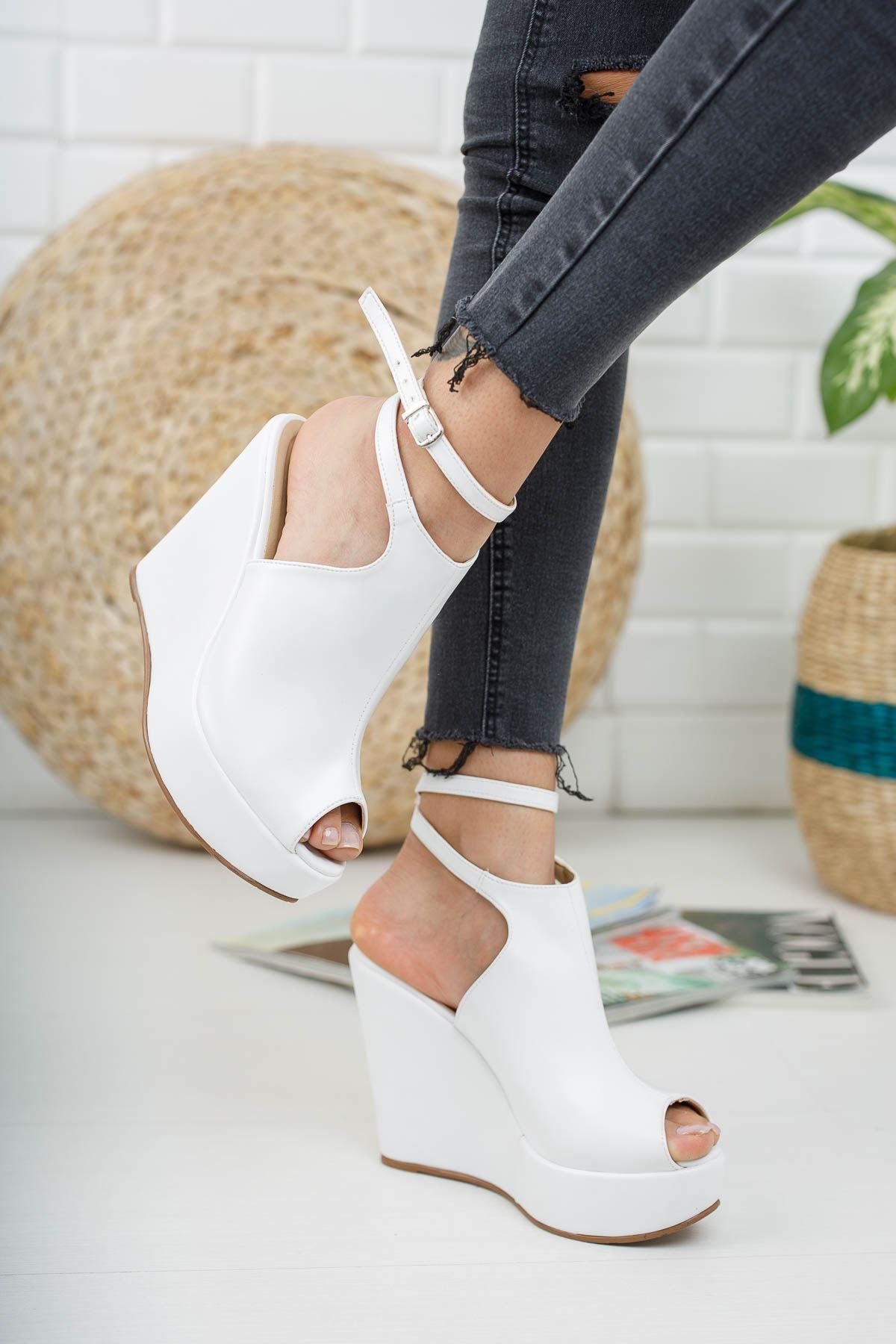 Aleria Beyaz Cilt Dolgu Topuklu Kadın Ayakkabı