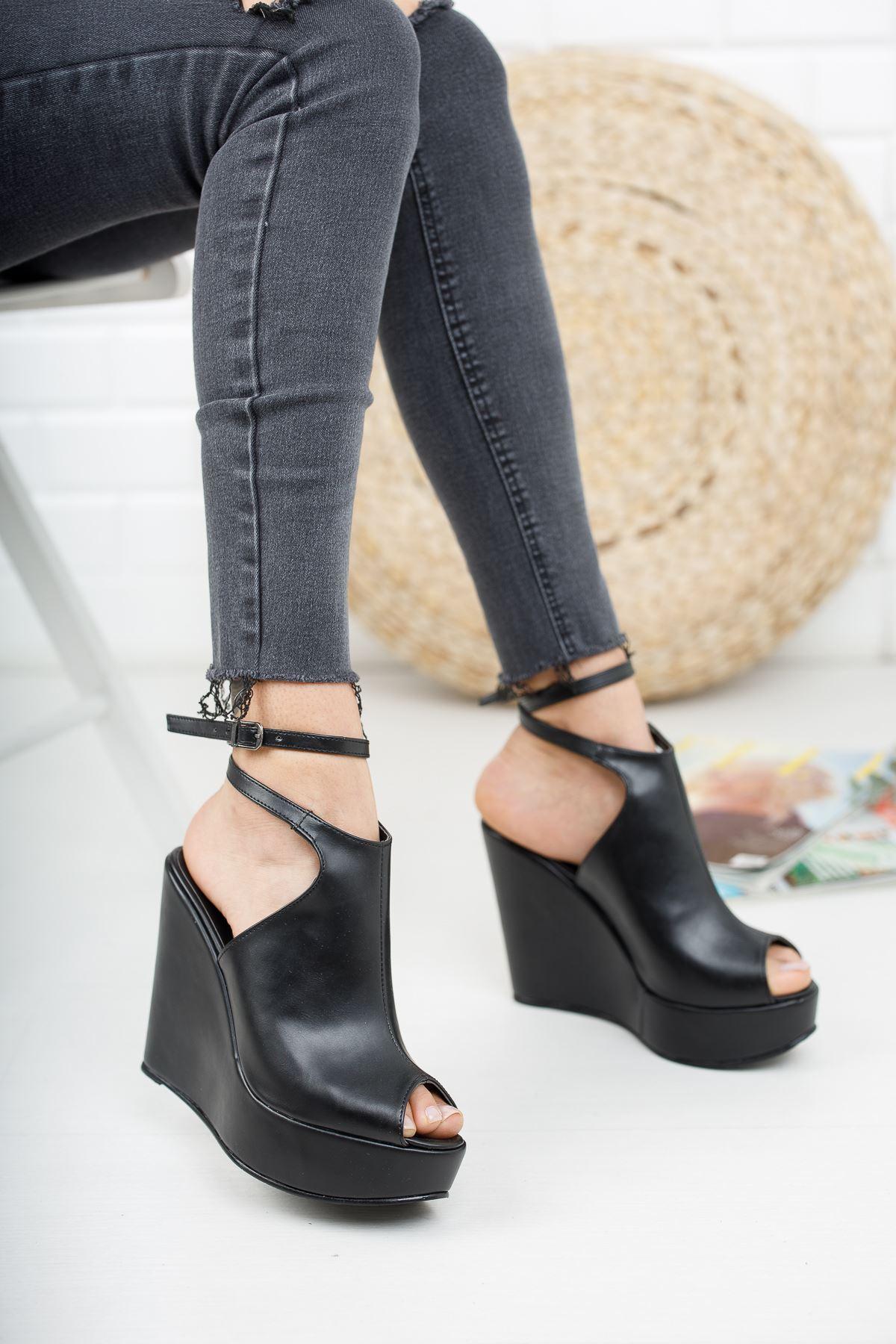 Aleria Siyah Cilt Dolgu Topuklu Kadın Ayakkabı
