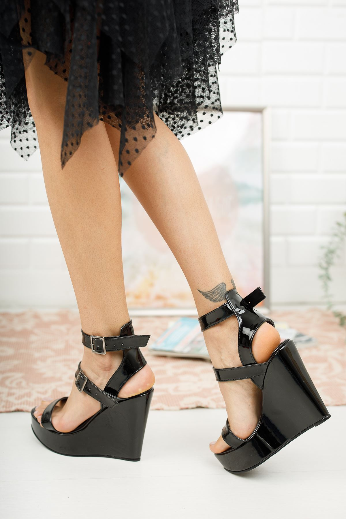 Katie Siyah Rugan Dolgu Topuklu Ayakkabı