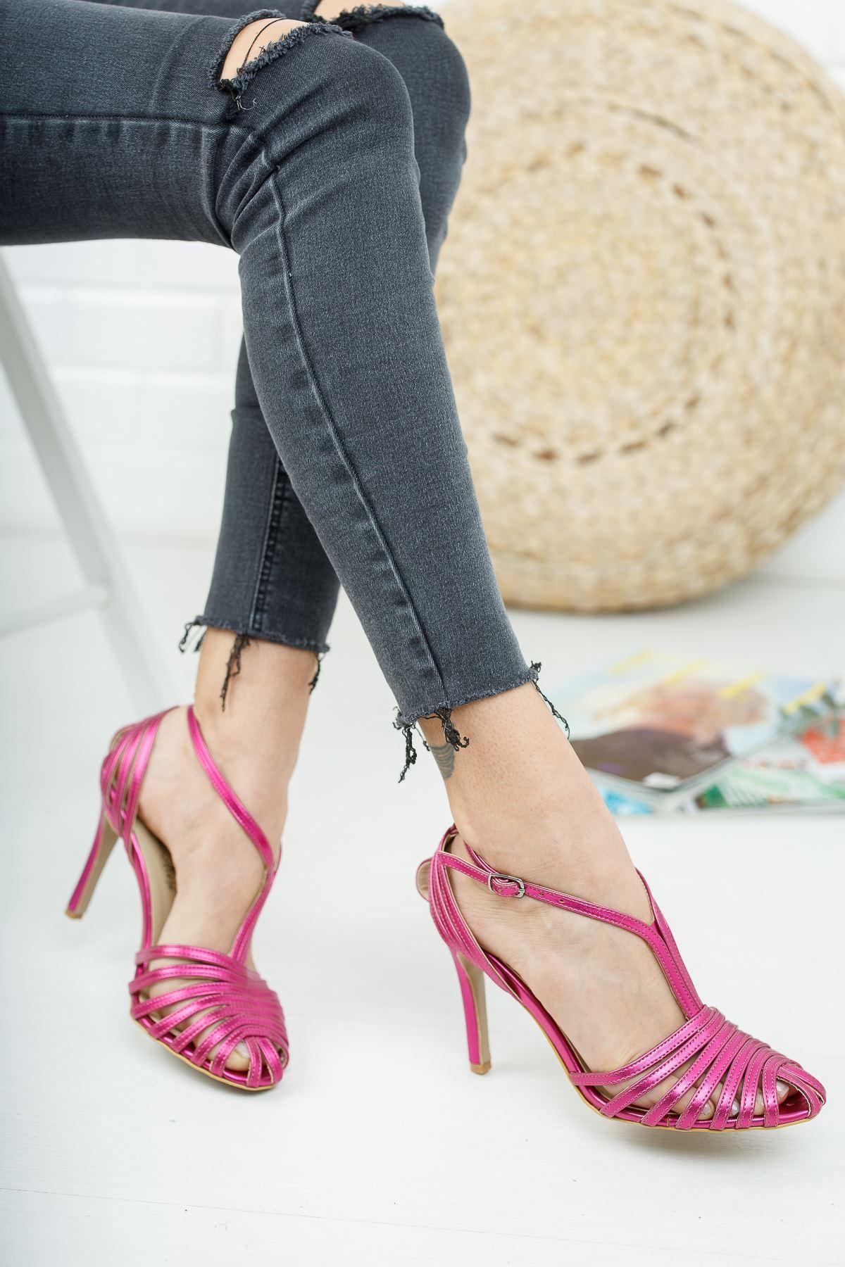 Almila Fuşya Parlak Topuklu Kadın Ayakkabı