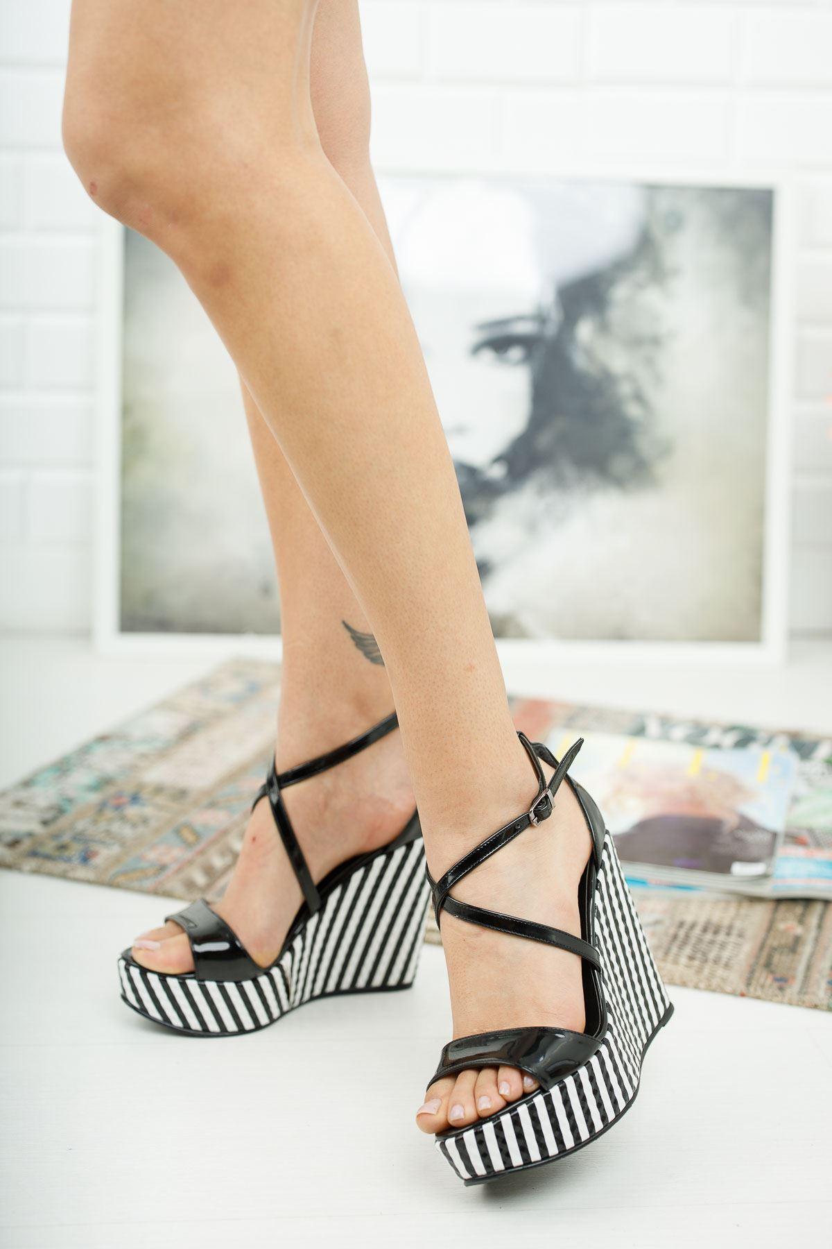Mable Siyah Rugan Çizgili Dolgu Topuklu Ayakkabı