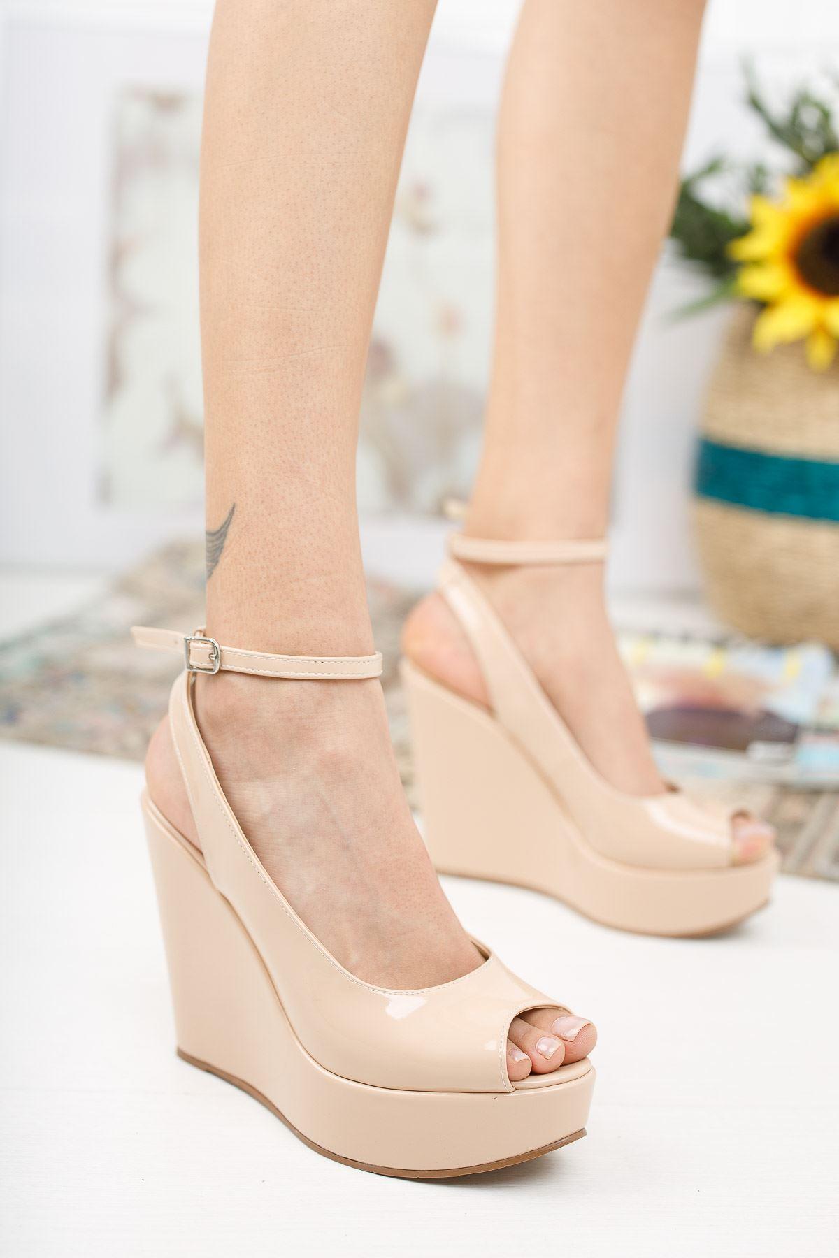 Queen Ten Rugan Dolgu Topuklu Kadın Ayakkabı