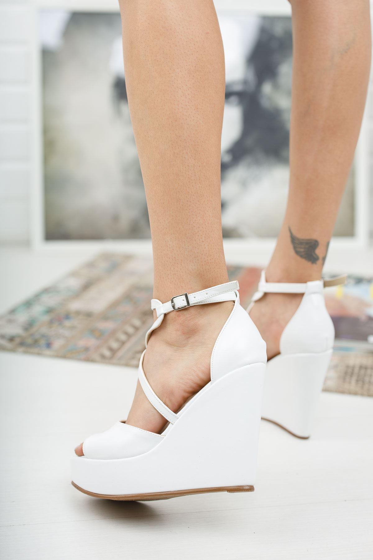Hailey Beyaz Cilt Dolgu Topuklu Ayakkabı