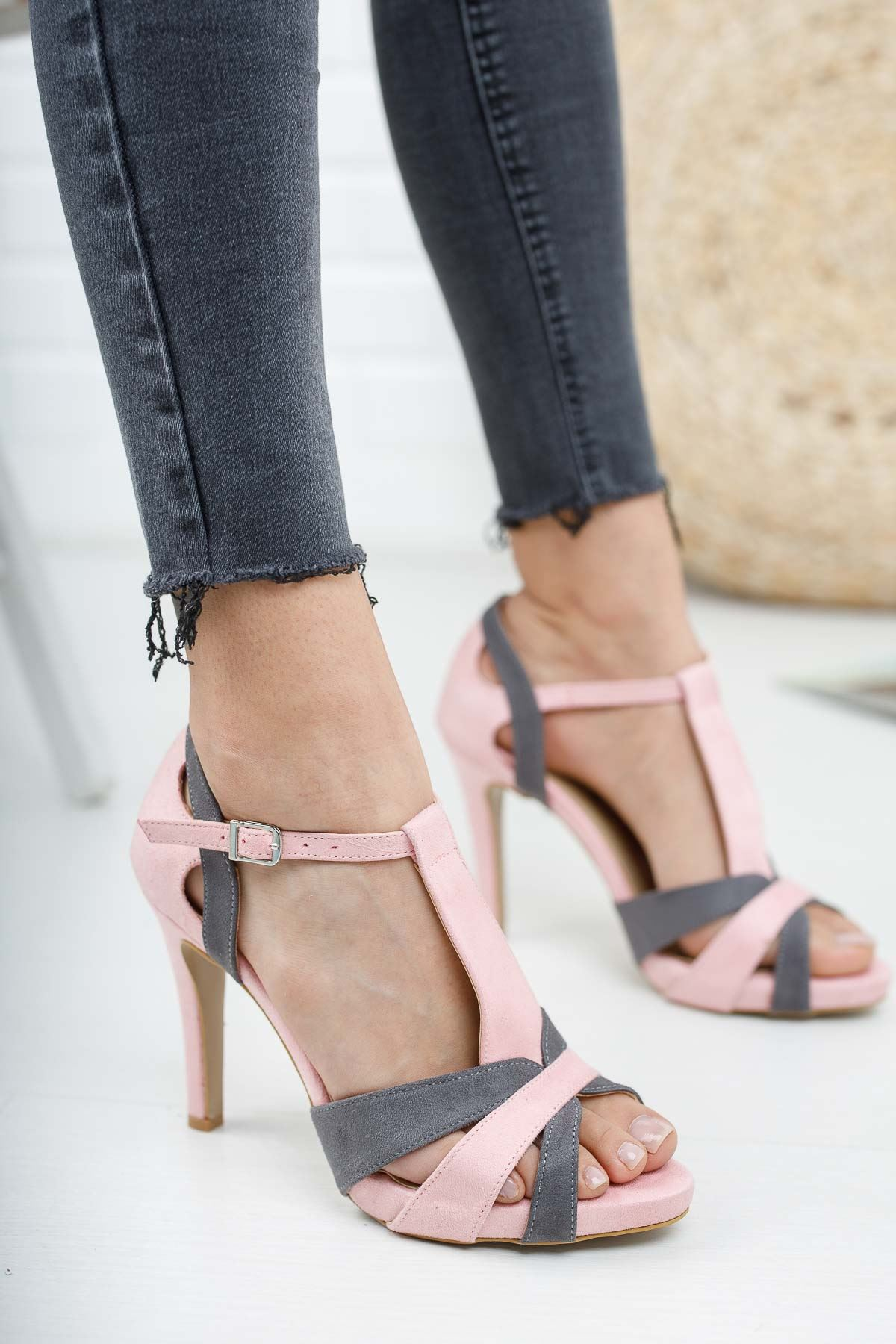 Detras Pudra Gri Süet Topuklu Kadın Ayakkabı
