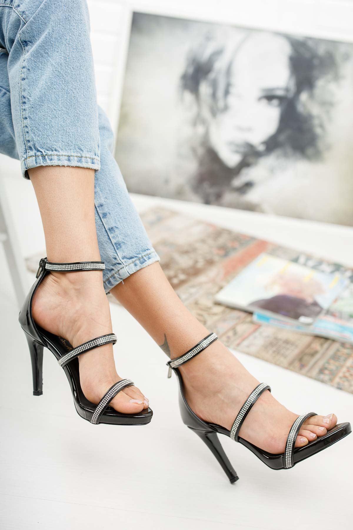 Gieda Siyah Rugan Taşı Topuklu Ayakkabı