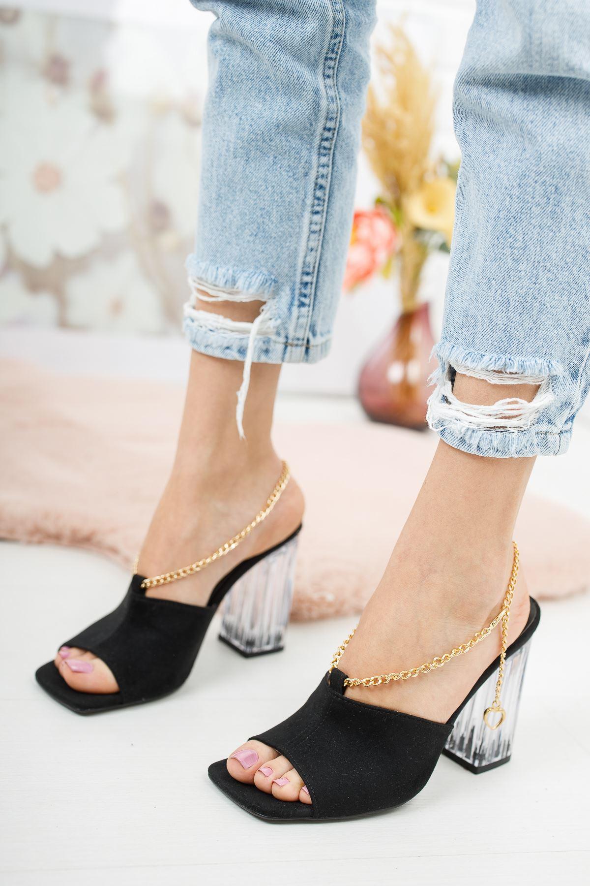 Clevna Siyah Süet Zincir Detaylı Kadın Topuklu Ayakkabı