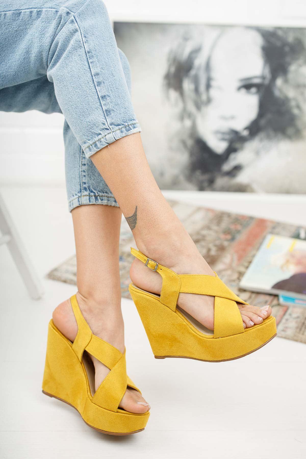 Daniela Hardal Süet  Dolgu Topuklu Kadın Ayakkabı
