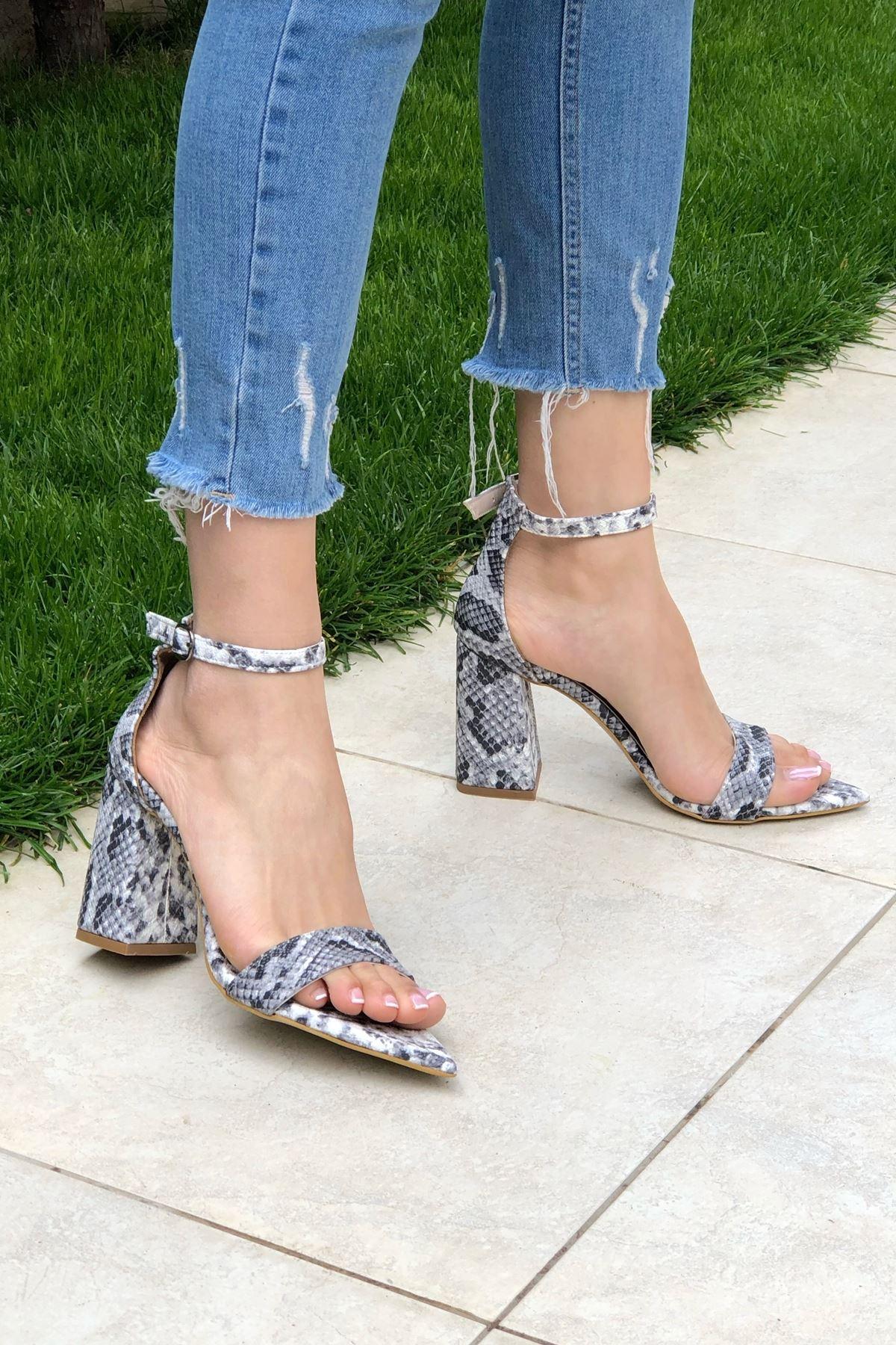 Yılan Desenli Topuklu Ayakkabı