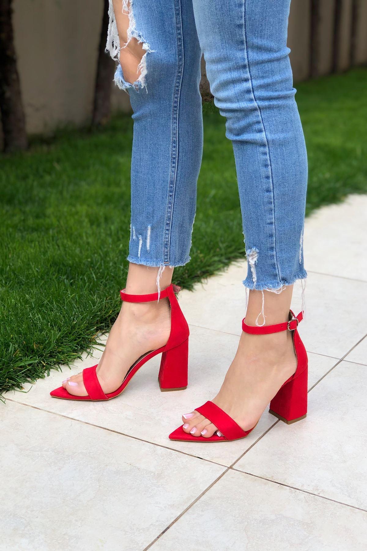Kırmızı Süet Topuklu Ayakkabı