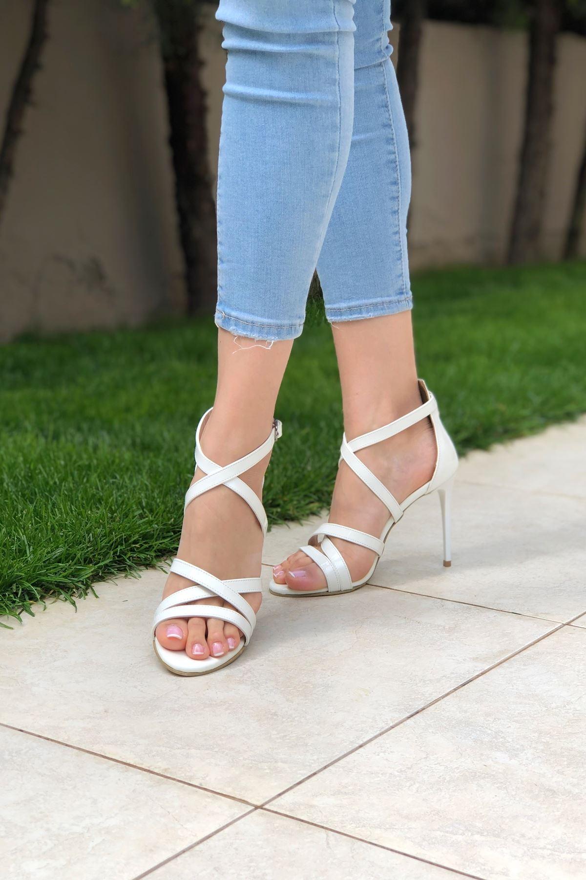 Beyaz Cilt Topuklu Ayakkabı